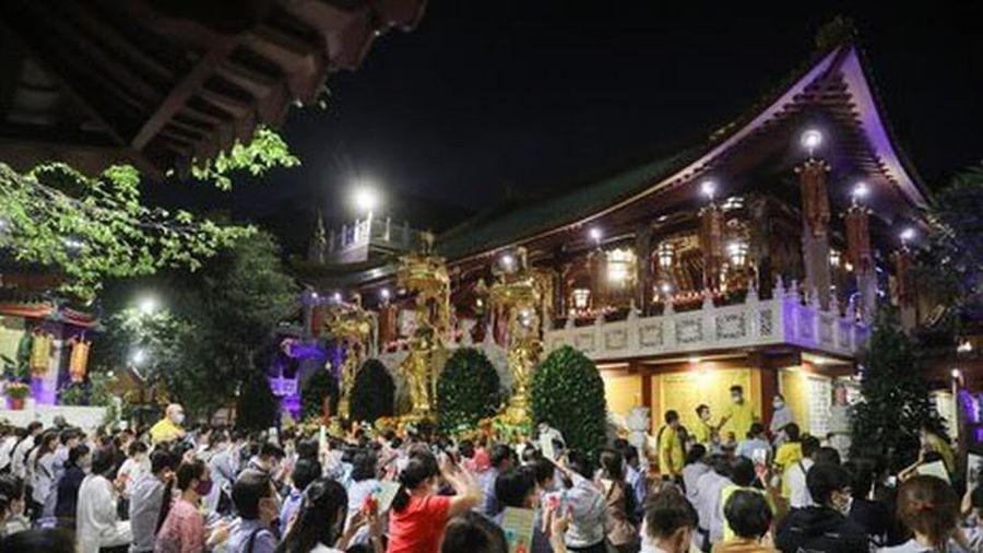 Phải kiểm điểm chủ tịch phường để chùa cho tập trung nghìn người giữa mùa dịch