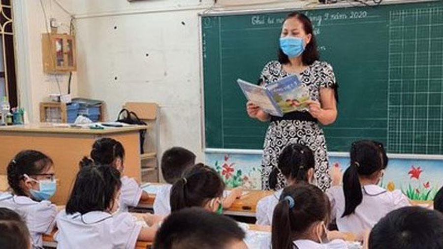 Giáo viên lớp 1 chịu nhiều áp lực khi dạy 2 buổi/ngày