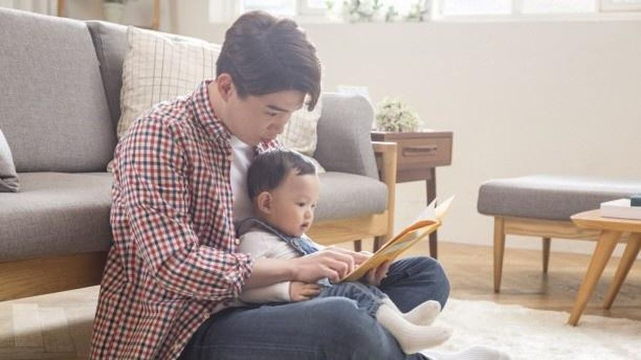 Nhiều đàn ông Hàn Quốc nghỉ thai sản, giúp vợ chăm con