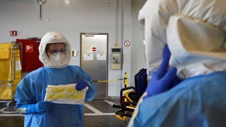 Số ca nhiễm mới tăng mức hơn 400 nghìn trong ba ngày