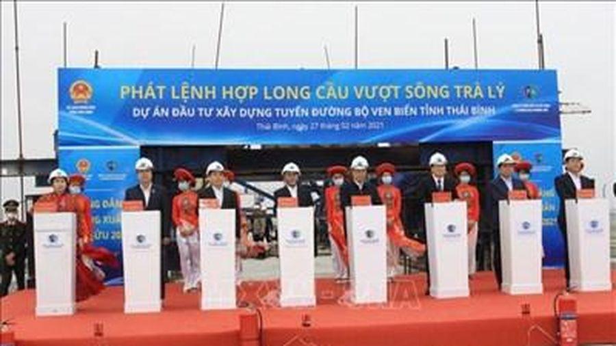 Hợp long cầu vượt sông Trà Lý (Thái Bình)