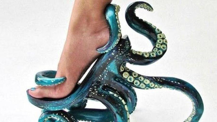 Kinh ngạc những đôi giày kỳ quặc có thiết kế khó hiểu