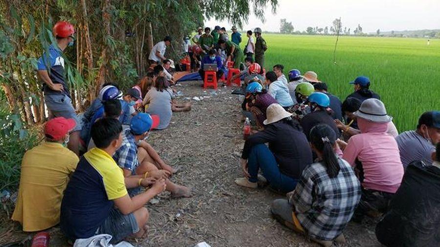 Phá sòng bạc do 'Tèo Mận' tổ chức: 40 con bạc nhảy kênh bỏ trốn không thành