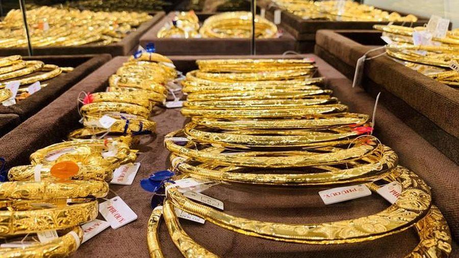 Cuối tuần, giá vàng tiếp tục giảm sâu