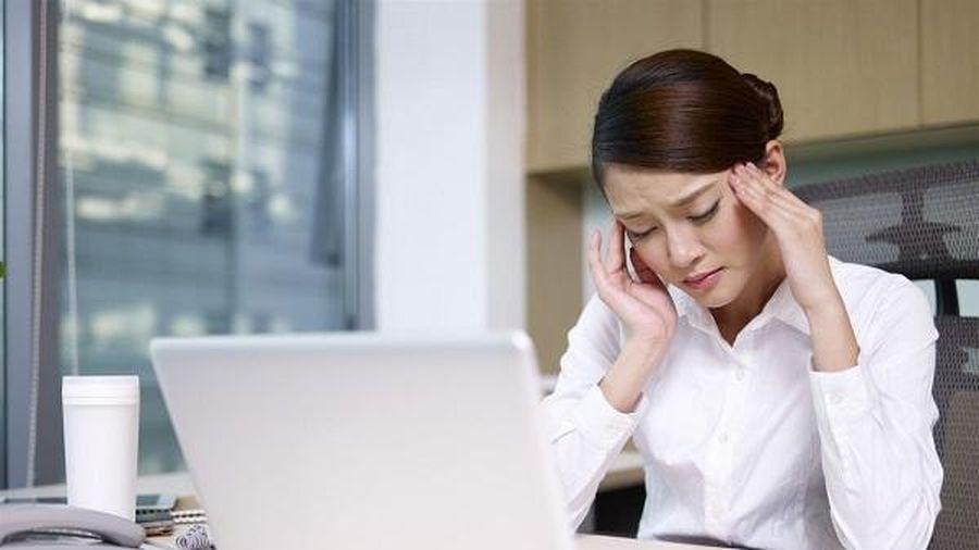 Làm gì để ngăn đau đầu khi làm việc nhiều với máy tính?