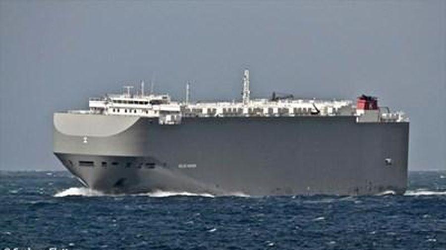 Tàu hàng Israel bất ngờ trúng tên lửa trên Vịnh Oman sau khi Mỹ không kích Syria