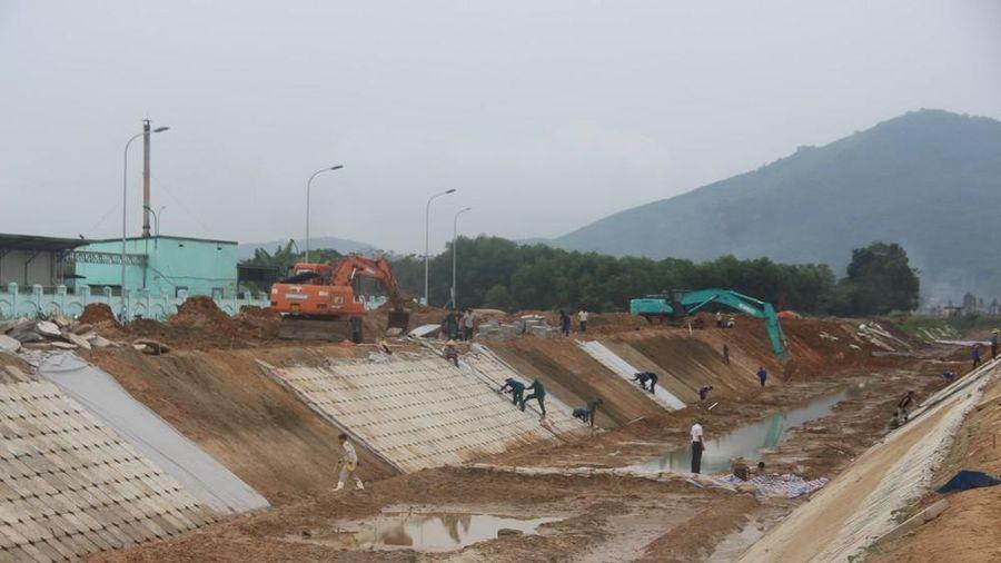 Đóng nước kênh chính ba ra Đô Lương để nâng cấp hệ thống thủy lợi