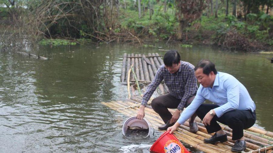 Thả 1 tấn cá giống xuống lưu vực sông Lam