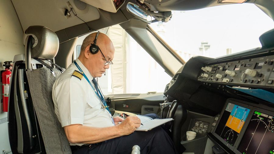 Người phi công lão luyện và hành trình 50 năm gắn bó với bầu trời