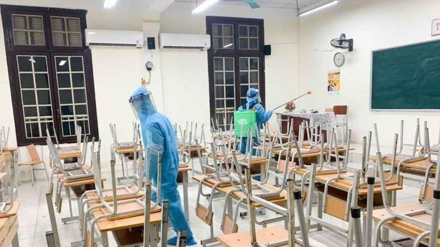 Khử khuẩn trường học, sẵn sàng đón học sinh trở lại lớp