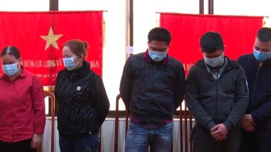 Lạng Sơn: Bắt giữ 'ổ nhóm' đánh bạc trên đồi vắng
