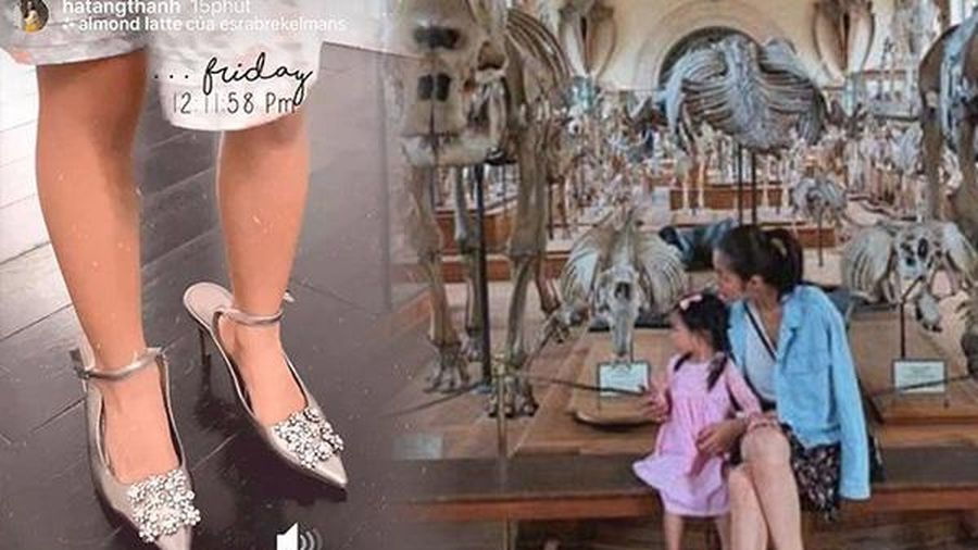 Con gái Tăng Thanh Hà điệu đà đáng yêu: Mặc đầm hoa, chân xỏ dép cao gót của mẹ