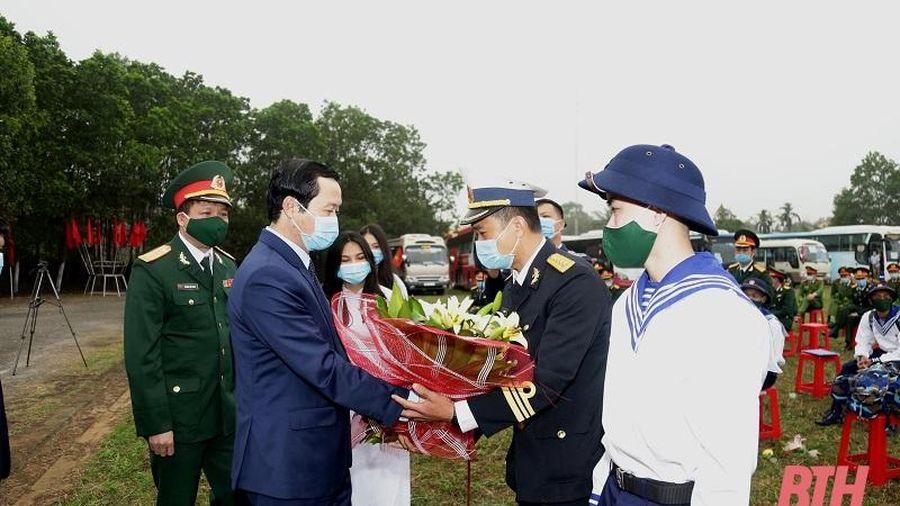 Chủ tịch UBND tỉnh Đỗ Minh Tuấn dự lễ giao, nhận quân tại thị xã Nghi Sơn
