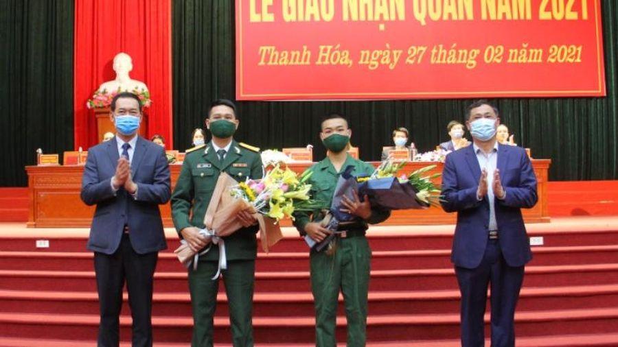 Phó Bí thư Tỉnh ủy Trịnh Tuấn Sinh dự và động viên thanh niên thị xã Bỉm Sơn lên đường nhập ngũ