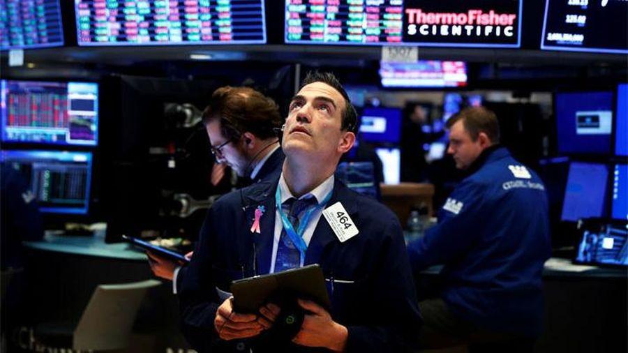 Nasdaq hồi điểm, S&P 500 và Dow Jones tiếp tục trượt dốc