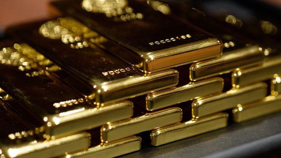 Giá vàng thế giới lao dốc xuống đáy 8 tháng