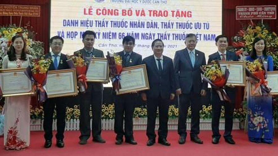 Trường Đại học Y Dược Cần Thơ kỷ niệm Ngày Thầy thuốc Việt Nam