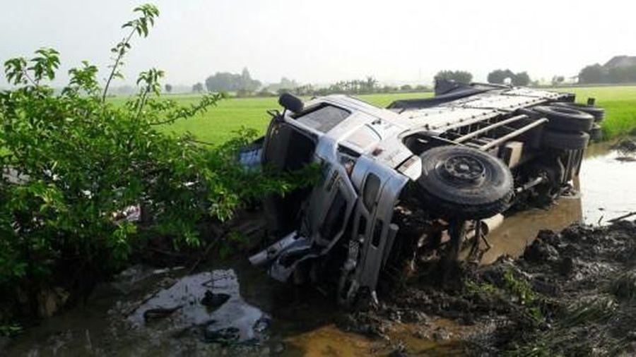 Tai nạn giao thông làm 1 người chết, 7 người bị thương