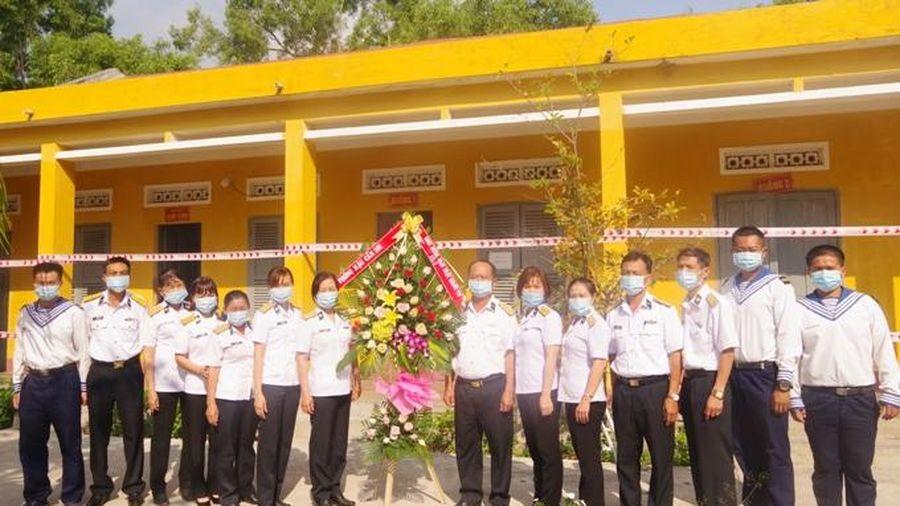 Lữ đoàn 101 Hải quân tổ chức gặp mặt các y, bác sĩ nhân dịp kỷ niệm Ngày thầy thuốc Việt Nam