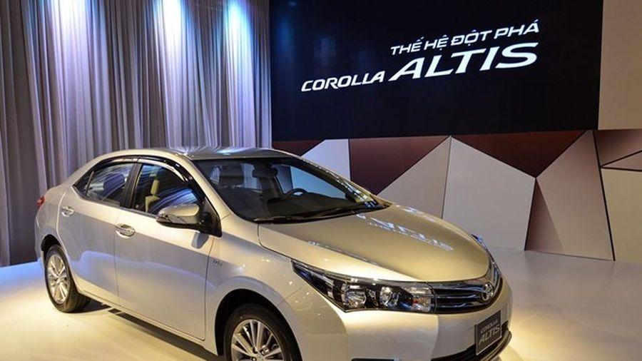 Toyota Corolla Altis sản xuất năm 2015 giá ngang Vios mới