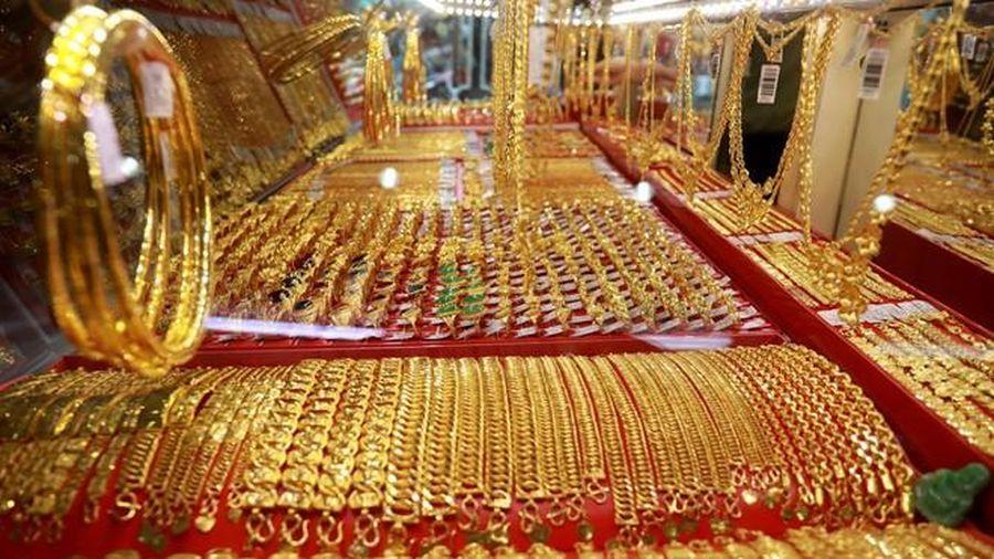 Giá vàng hôm nay lao dốc xuống mức thấp nhất 8 tháng