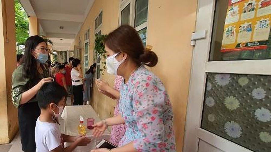 Hà Nội: Học sinh trở lại trường từ ngày 2/3