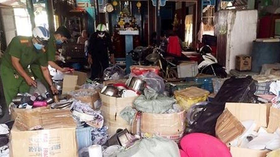 Đột kích 2 kho hàng lậu ở An Giang