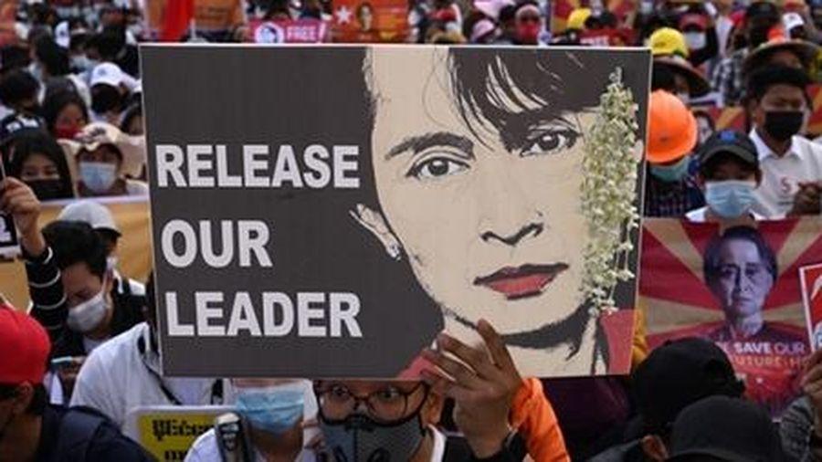 Myanmar: Vết xe còn đó!