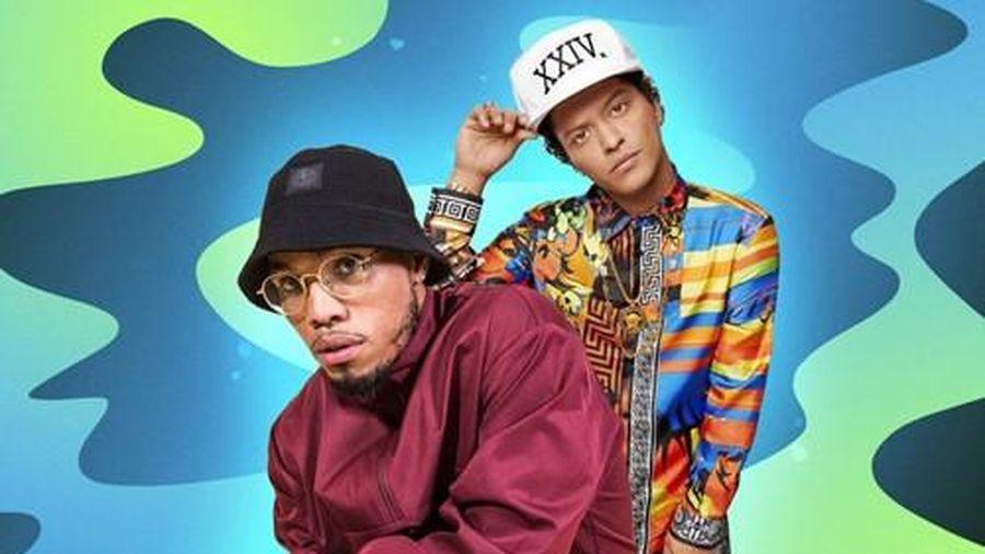Bruno Mars kết hợp với chủ nhân kèn vàng Grammy, fan xem ảnh cứ ngỡ The Weeknd?