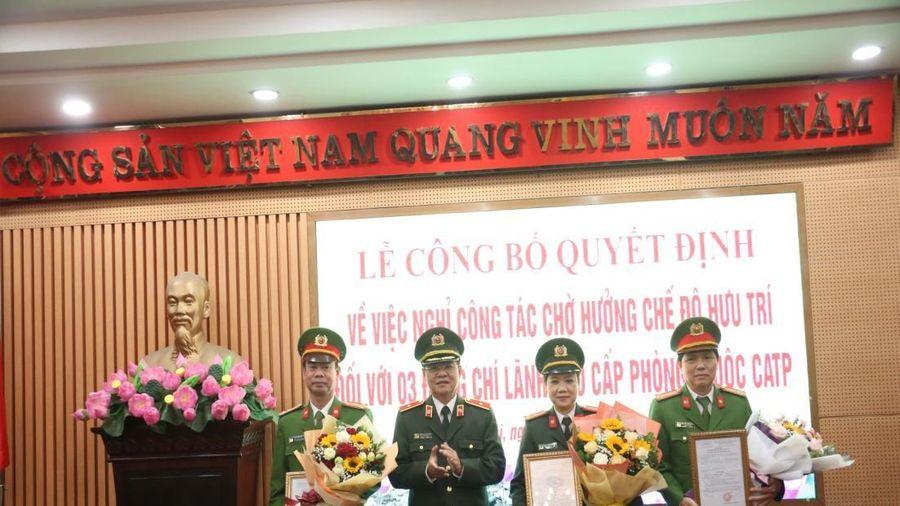 Công bố quyết định hưu trí đối với 3 chỉ huy cấp phòng thuộc Công an Hà Nội