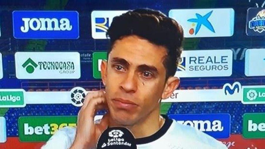 Cầu thủ Valencia khóc vì đội nhà sa sút