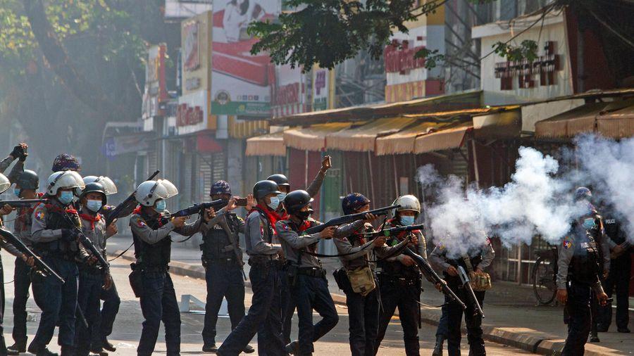 Cảnh sát Myanmar nổ súng vào người biểu tình, 4 người thiệt mạng
