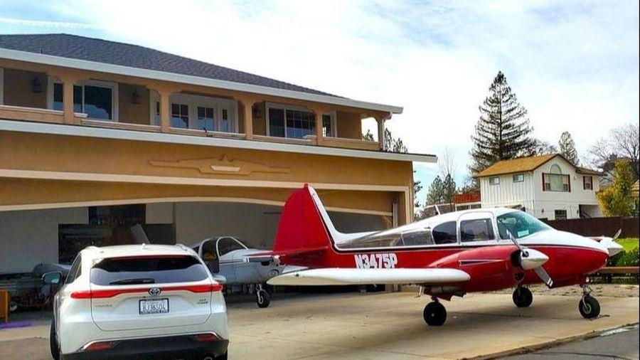 Khu dân cư có nơi để máy bay ở mỗi căn nhà