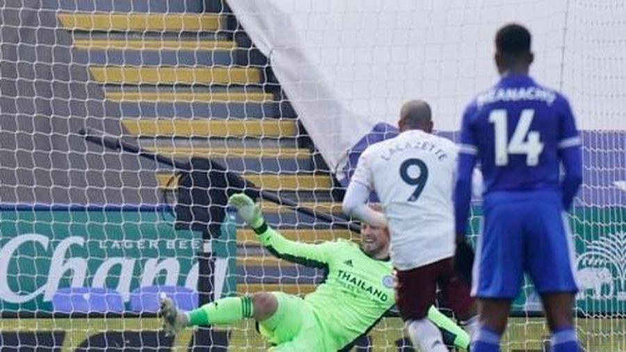 Ngược dòng hạ Leicester, Arsenal ngoi lên nửa trên bảng xếp hạng
