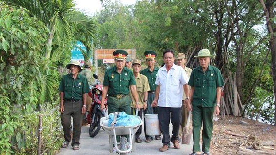 CLIP: 'Biệt đội cựu chiến binh vá đường' ở Cà Mau