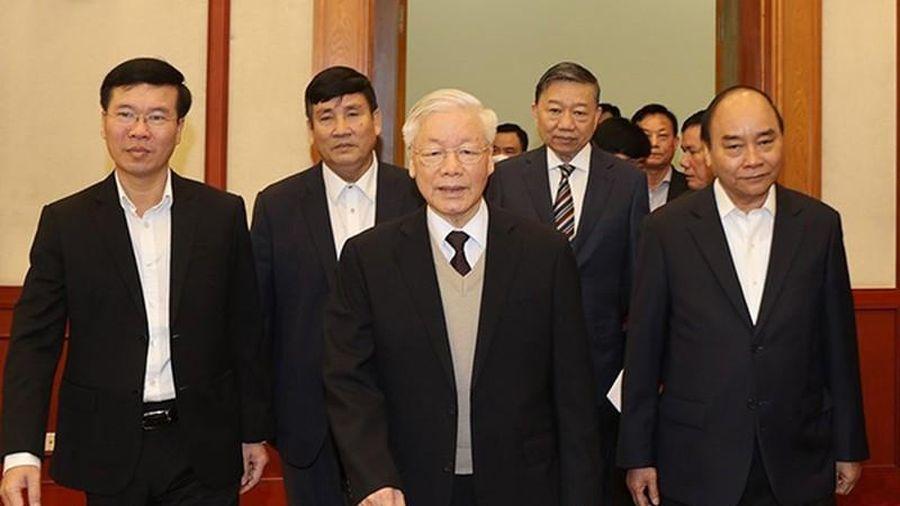 Bộ Chính trị gặp mặt thân mật các nguyên lãnh đạo không tái cử khóa XIII