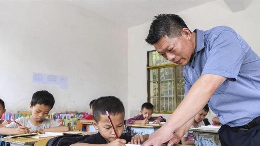 Trung Quốc: Đề nghị phụ huynh không chấm điểm bài tập về nhà