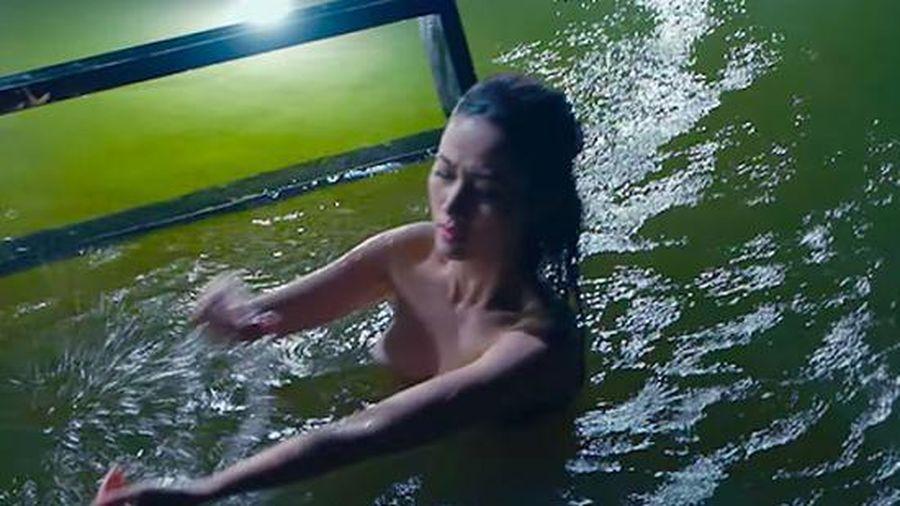 'Bỏng mắt' với cảnh tắm tiên của Phan Thị Mơ, quyết phá mác 'bình hoa di động'