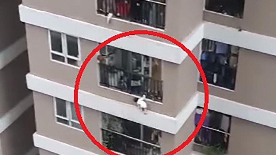 Thót tim, bé gái rơi từ tầng 12A xuống được nam thanh niên cứu giúp