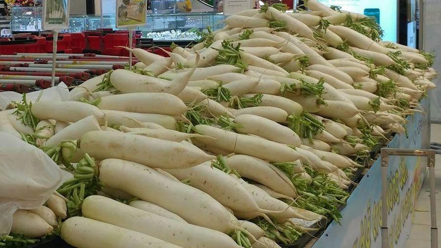 Hơn 150 tấn củ cải, cà chua ở Hà Nội được 'giải cứu'