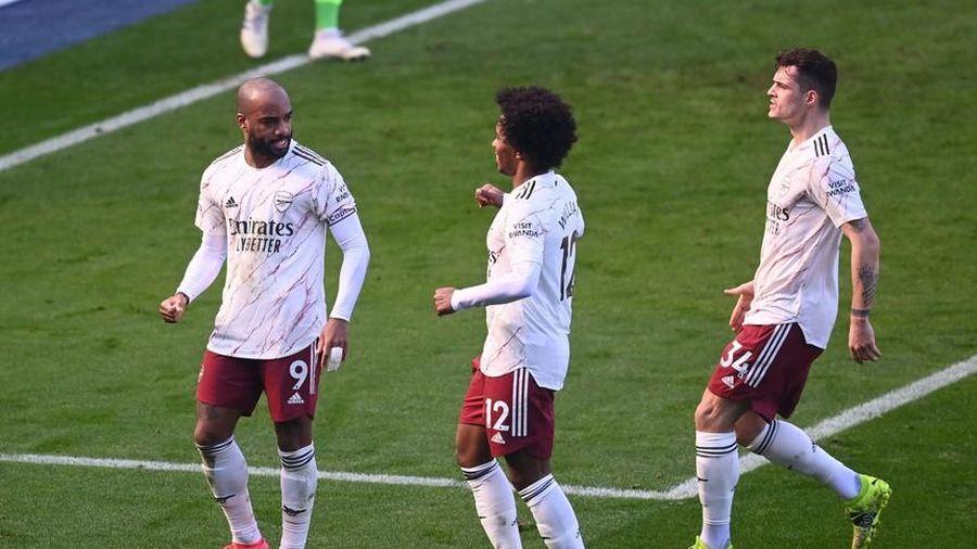 Pepe tỏa sáng, Arsenal ngược dòng hạ Leicester