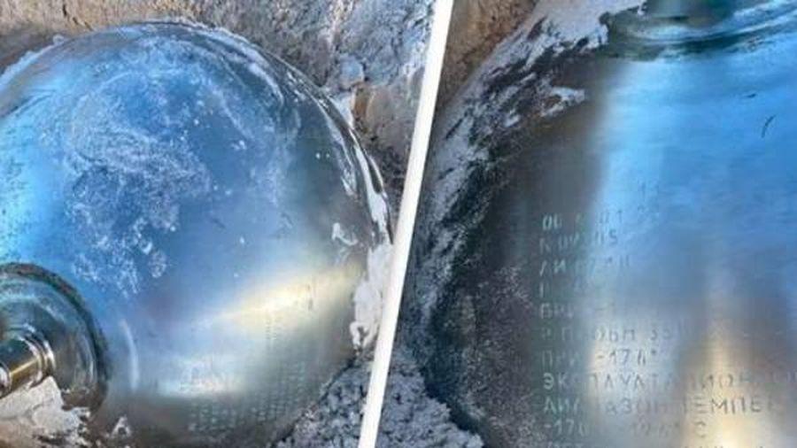 Sự thật về quả cầu kim loại bí ẩn trên bãi biển Bahamas