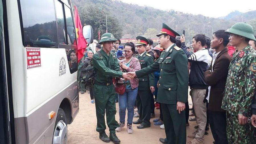 Chàng trai người Mông viết đơn tình nguyện lên đường nhập ngũ
