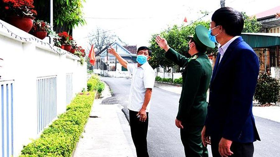 Cán bộ biên phòng Hà Tĩnh góp sức cùng cấp ủy địa phương biên giới
