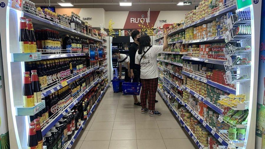 COVID-19 khiến người tiêu dùng trong nước khép lại 'hầu bao'