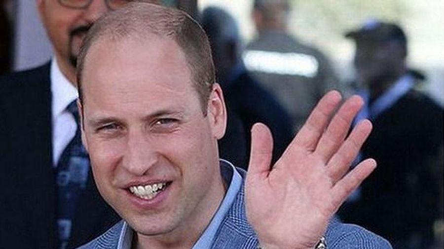 Hoàng tử Anh cảnh báo thận trọng với thông tin sai về vắcxin trên mạng