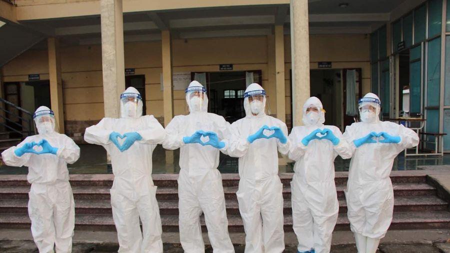 Xúc động những câu chuyện sinh viên trường Y đi chống dịch COVID-19