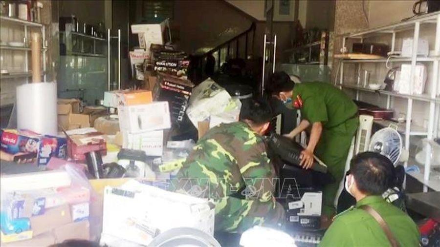 Thu giữ hàng tấn hàng hóa xuất xứ nước ngoài không có chứng từ