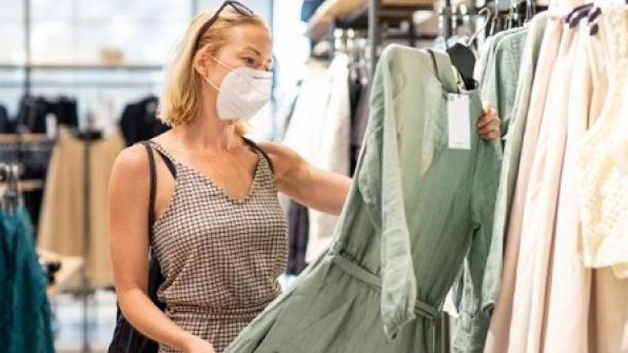 Quần áo mới mua, chưa giặt đã mặc có thể khiến bạn mắc ung thư?