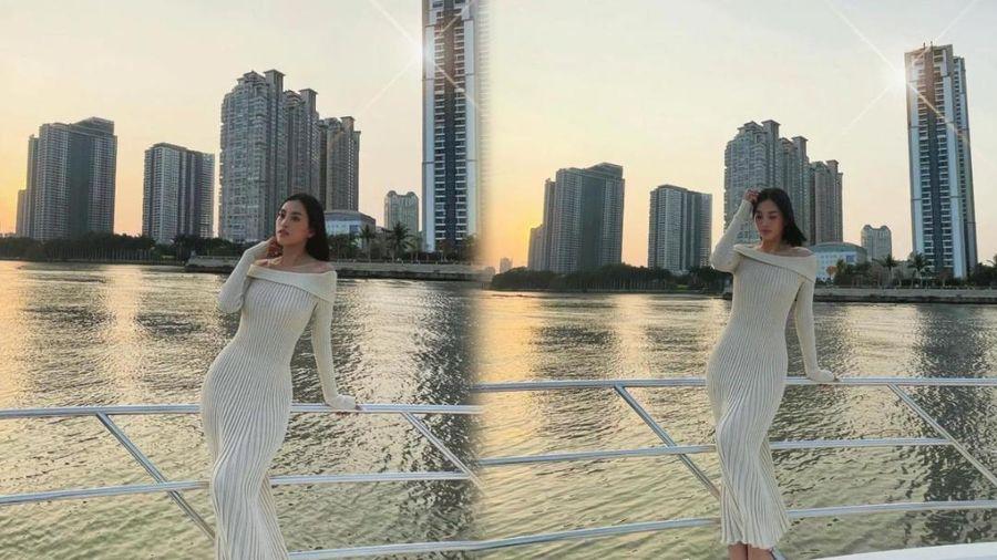 Hoa hậu Tiểu Vy khoe khéo body 'triệu đô' với váy len trên du thuyền